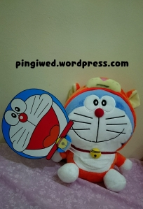 doraemon handfan & doll